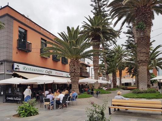Plaza Benito Pérez Galdós, links italienisches Restaurant Don Camilo