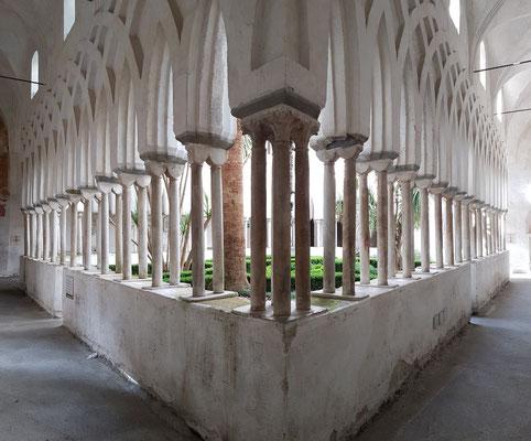 Chiostro del Paradiso, Kreuzgang von 1266/68, in dem zahlreiche amalfitanische Edelleute begraben sind