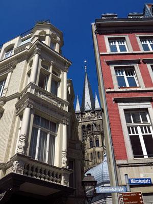 Blick durch die Hans-von-Reutlingen-Gasse auf den Dom
