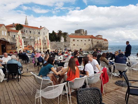 Café Konoba Tari Garden am Stadtstrand von Budva