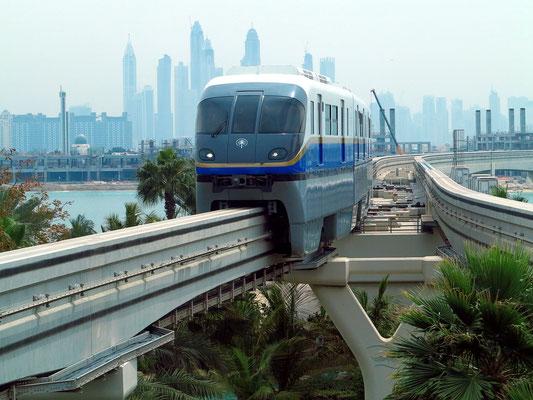 Monorail zwischen Gateway Station und Palm Atlantis Monorail Station