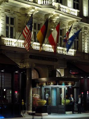 Hotel Sacher, Eingang an der Philharmoniker Straße