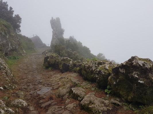 Mirador de Jinama in Wolken