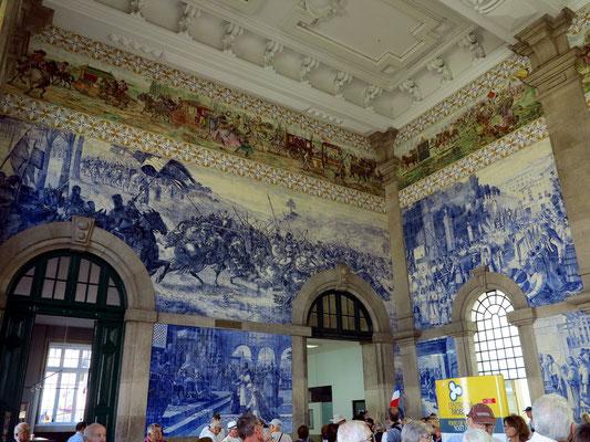 Azulejos im Estação de São Bento