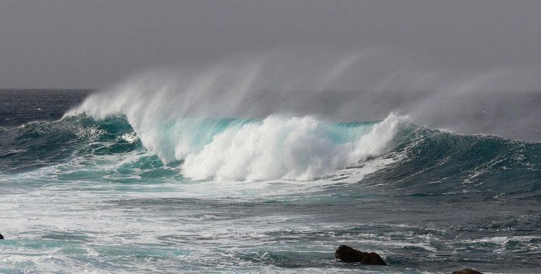 Wind und Wellen an der Playa de Janubio