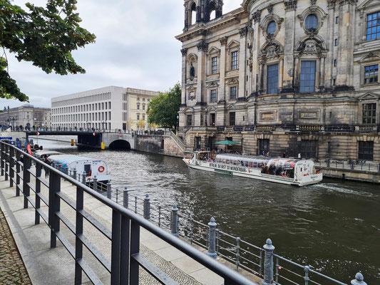 Spree und Rückseite des Berliner Doms