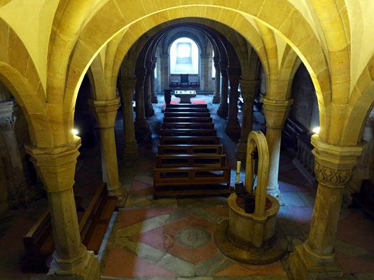 In der Hallenkrypta unter dem Ostchor befinden sich die Gräber des Bischofs Gunther von Bamberg und des Königs Konrad III.