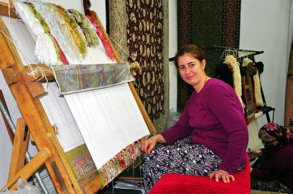 Teppichknüpferin in Bergama