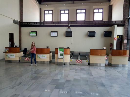 Flughafen La Gomera, 4 (!) Abfertigungsschalter für zwei reguläre tägliche Flüge nach Teneriffa-Nord