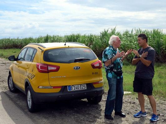 Pause am Rand der Zuckerrohrfelder (Bernd und Silvio)
