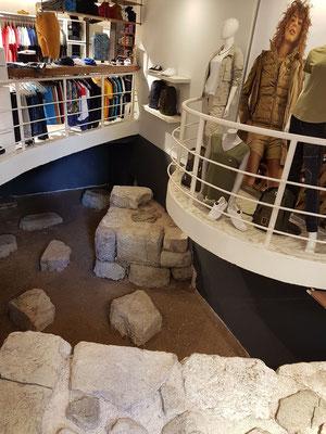 Archäologische Ausgrabungen auf dem Gelände eines Modegeschäftes in Budva