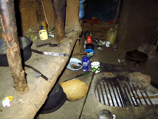 Feuerstelle in einer Massai-Hütte