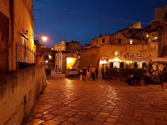 Abendstimmung auf der Piazza S. Pietro Barisano