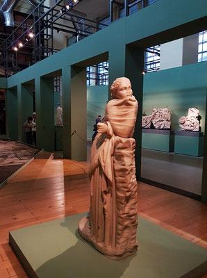"""Statue der Muse Polymnia, """"die Hymnenreiche"""", eine der neun Musen (Muse der Hymnendichtung), Original aus dem hellenistischen Zeitalter, Marmor, Höhe 159 cm"""
