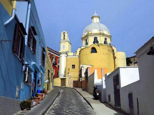 Via San Rocco mit Blick auf Santuario S. Maria delle Grazie Incoronata