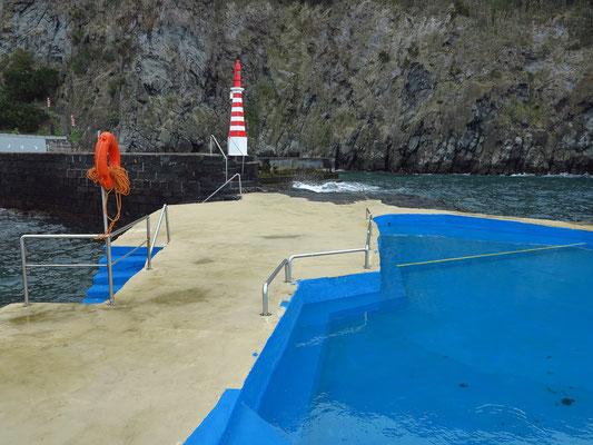 Meerwasserschwimmbecken in Caloura