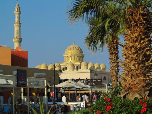 Blick von der Marina Hurghada auf die Al Mina Moschee