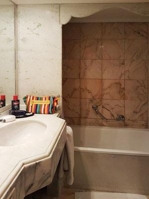 Bad mit Toilette und Bidet