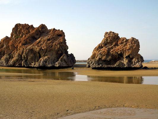Felsen am Strand von Yiti