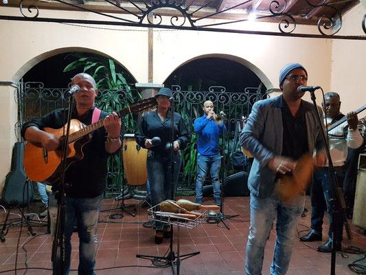 Abendliche kubanische Musik in der Casa de la Trova