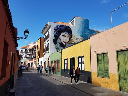 Fassadenmalerei in der Calle Mequinez