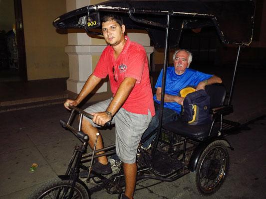 Abendliche Fahrt mit der Fahrrad-Rikscha ins Zentrum von Cienfuegos