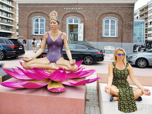 "Knokke-Heist. Carol Feuerman: DurgaMa 229 x 229 x 257 cm und ""Life Art Kerstin"""
