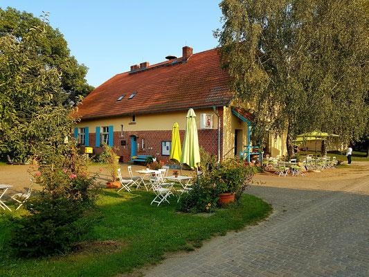 Neulietzegöricke 78. Neben dem Kolonisten-Kaffee wird das Gebäude heute als Gemeindehaus für Versammlungen und als Heimatstube genutzt.