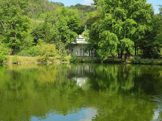 Chinesischer Pavillon mit Teich