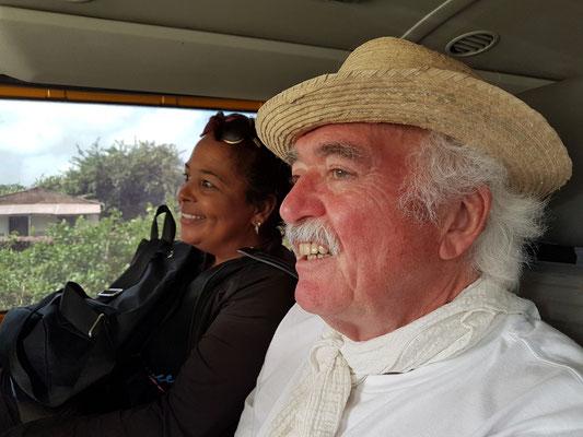 Wir nehmen eine Kubanerin bis zu nächsten Ortschaft mit.