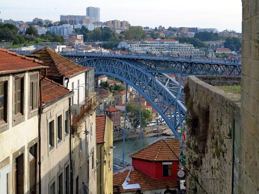 Auf der Escada dos Guindais hinunter zum Douro und zur Ponte Luís I