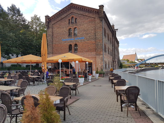 Taverna Athos am Oderufer
