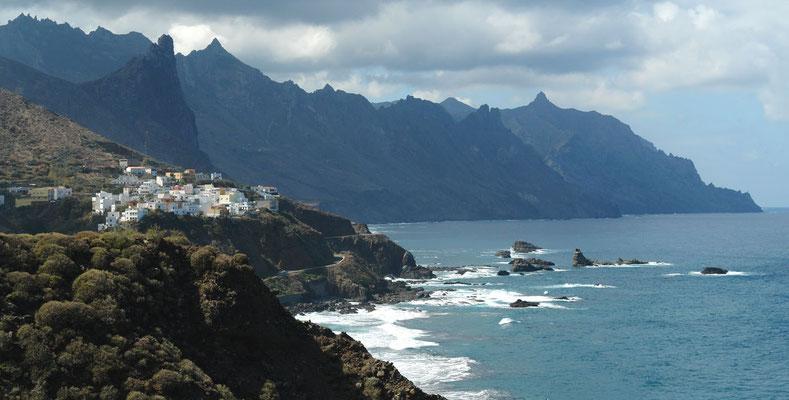 Anaga-Gebirge. Playa de Benijo. Blick nach W auf Almaciga