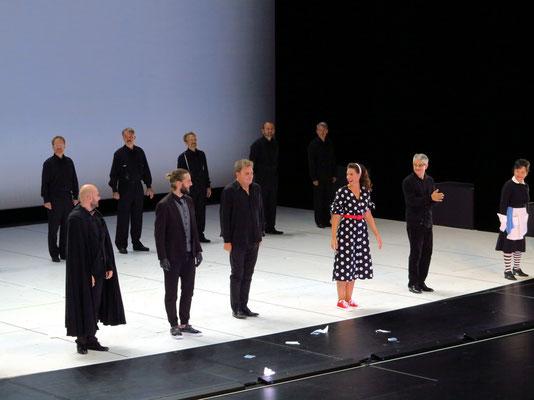 Applaus nach der Vorführung, 3. von links: Ottavio Dantone