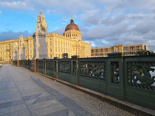 Humboldt Forum (Historisches Residenzschloss), Blick von der Schlossbrücke nach Osten