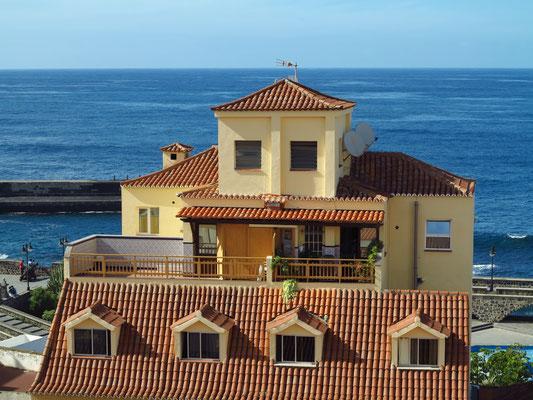 Blick vom Dach des Hotels Marquesa nach N zum Meer