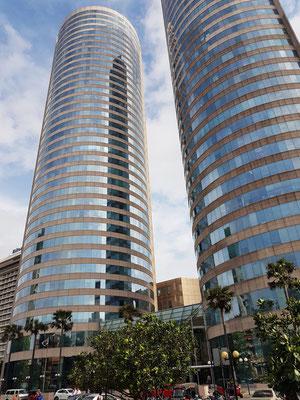 Das World Trade Center Colombo ist mit 152 Metern das höchste fertiggestellte Gebäude in Sri Lanka, zwei identische Türme mit jeweils 40 Stockwerken