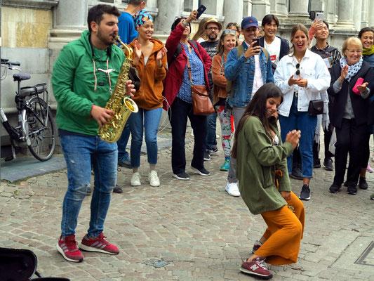 Musik und Tanz in den Straßen von Brügge