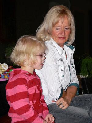Almut mit Enkelin Ricarda (3), Weihnachten 24.12.2006