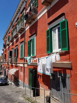 Gebäude gegenüber der Piazza dei Martiri mit unserem Supermarkt