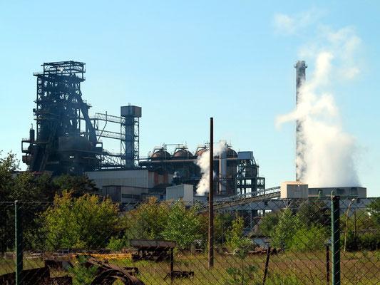 ArcelorMittal Eisenhüttenstadt GmbH: Hochofen 5A (Blick von der Industriestraße westlich der Oderlandstraße)