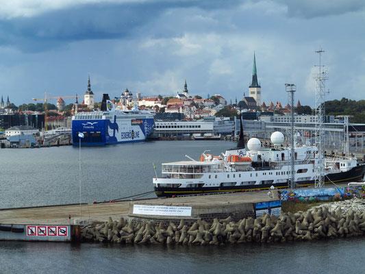 Einfahrt in den Hafen von Tallinn