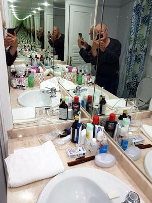Unser Badezimmer mit drei Spiegeln