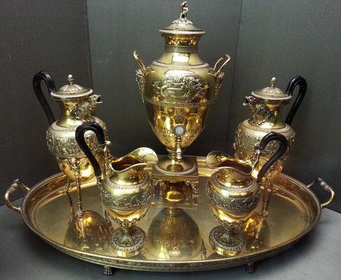 Museu Calouste Gulbenkian; Samowar, Teekannen, Milchkannen aus vergoldetem Silber; Martin-Guillaume Biennais, Paris, ca 1815