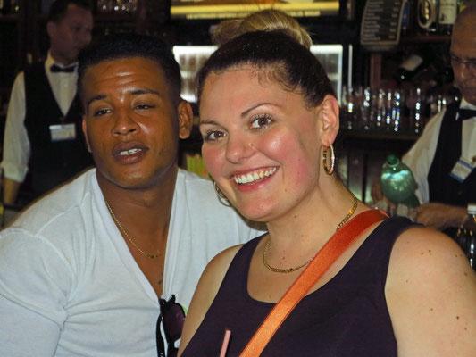 Eine Touristin aus Adelaide/Australien mit ihrem kubanischen Tagesfreund