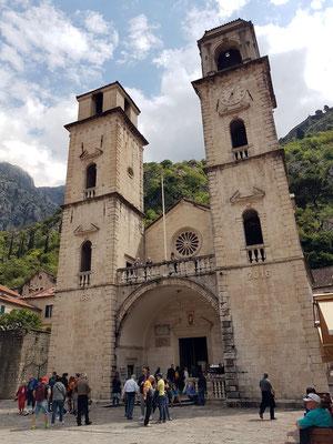 Römisch-katholische Sankt-Tryphon-Kathedrale von 1166, ein romanisches Bauwerk mit sehenswerter Kirchenkunst