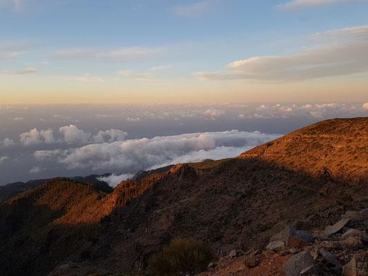 Über den Wolken in 2400 Meter Höhe, Blick nach NO