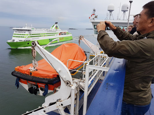 Abfahrt von Helsinki, eine Fähre von Tallinn fährt in den Hafen von Helsinki