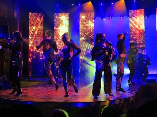 Show: AIDA Stars im Theatrium, 21 - 21:45 Uhr, Blick vom Deck 9