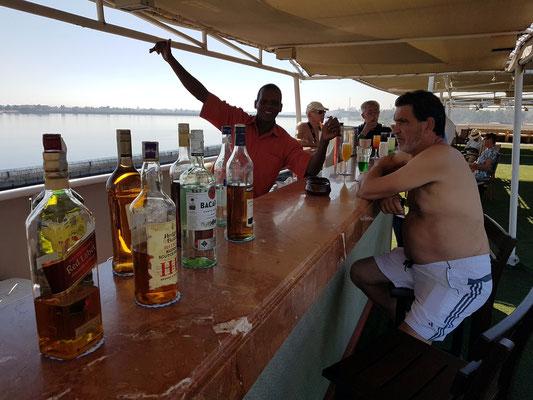 An der Bar auf dem Sonnendeck